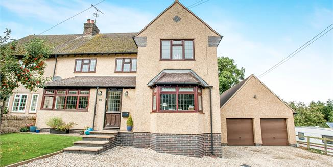 Guide Price £425,000, 5 Bedroom Semi Detached House For Sale in Broadway, WR12