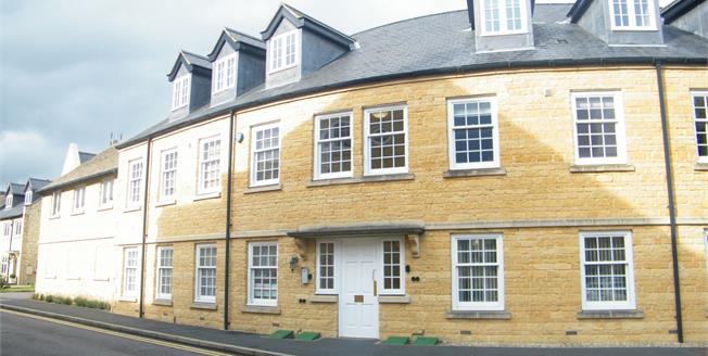 Asking Price £300,000, 2 Bedroom Flat For Sale in Broadway, WR12