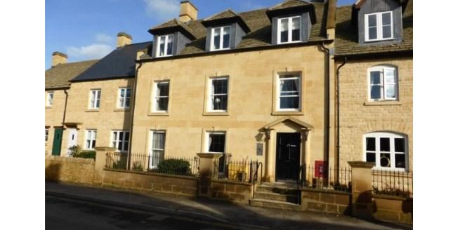 Offers in excess of £250,000, Flat For Sale in Chipping Campden, GL55