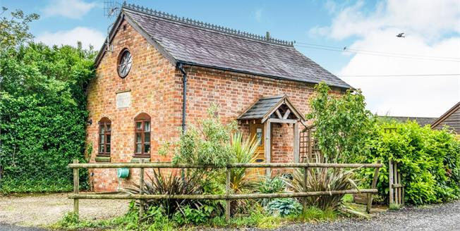 Guide Price £250,000, 1 Bedroom Detached House For Sale in Warwickshire, CV37