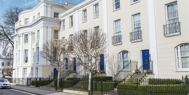 Guide Price £200,000, 2 Bedroom Flat For Sale in Cheltenham, GL52