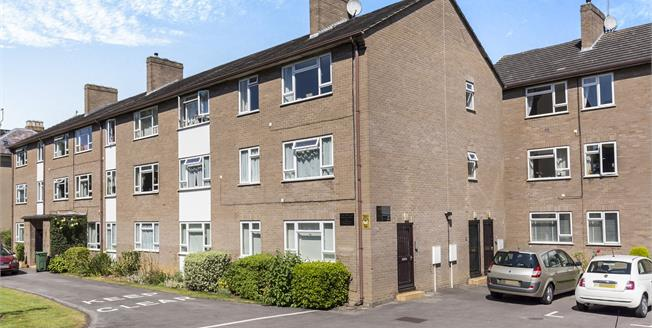 Guide Price £195,000, 2 Bedroom Flat For Sale in Cheltenham, GL51