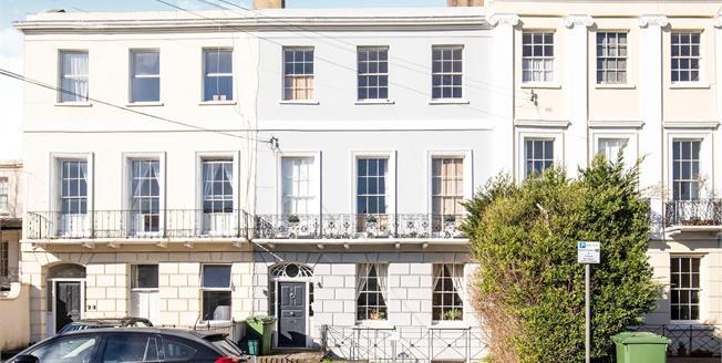 Guide Price £117,500, 1 Bedroom Flat For Sale in Cheltenham, GL52