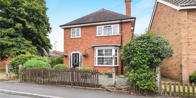 Offers Over £200,000, 3 Bedroom Detached House For Sale in Evesham, WR11