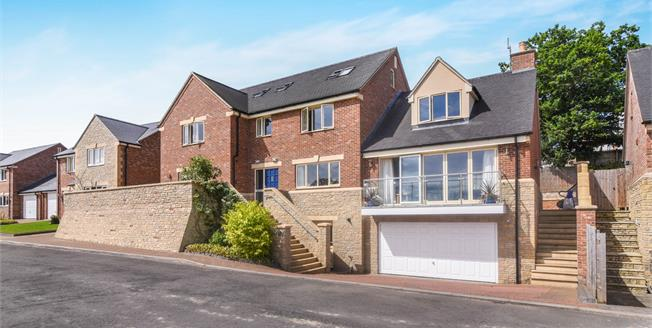 Guide Price £760,000, 5 Bedroom Detached House For Sale in Evesham, WR11