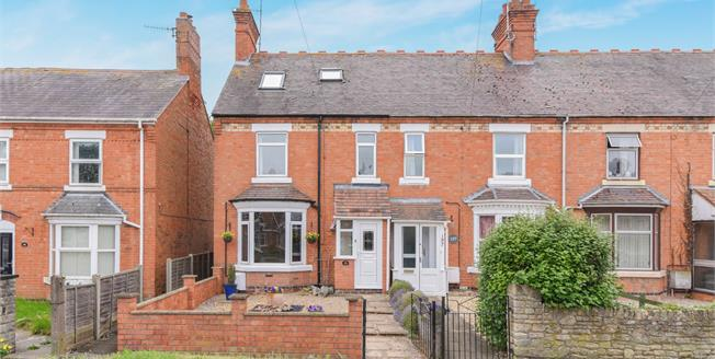 Offers Over £180,000, 4 Bedroom End of Terrace House For Sale in Evesham, WR11