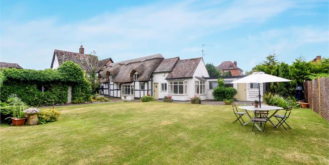 Offers in excess of £350,000, 4 Bedroom Link Detached House For Sale in Norton, WR11