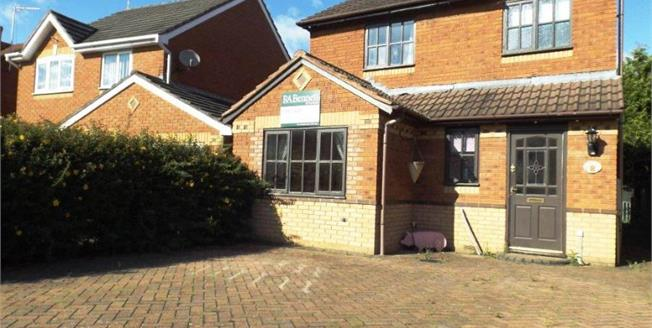 Offers Over £220,000, 3 Bedroom Detached House For Sale in Evesham, WR11