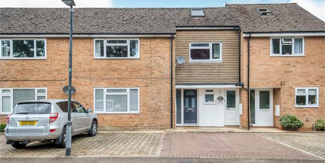 Guide Price £170,000, 2 Bedroom Maisonette For Sale in Errington Road, GL56