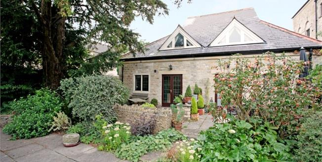 Guide Price £250,000, 2 Bedroom Detached Cottage For Sale in Tetbury, GL8