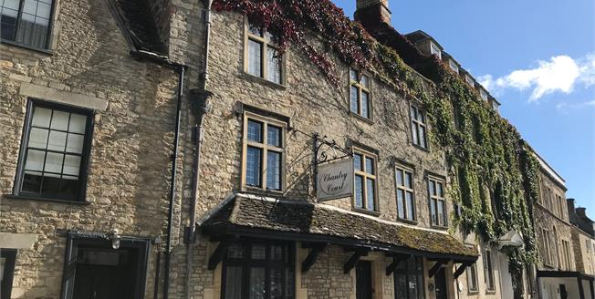 Guide Price £175,000, 2 Bedroom Flat For Sale in Tetbury, GL8