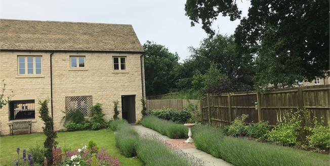 Guide Price £190,000, 1 Bedroom Flat For Sale in Tetbury, GL8