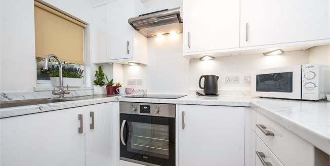 Guide Price £140,000, 1 Bedroom Flat For Sale in Tetbury, GL8