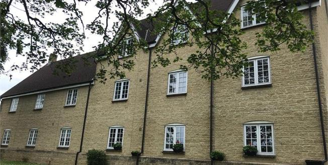 Guide Price £190,000, 3 Bedroom Flat For Sale in Tetbury, GL8