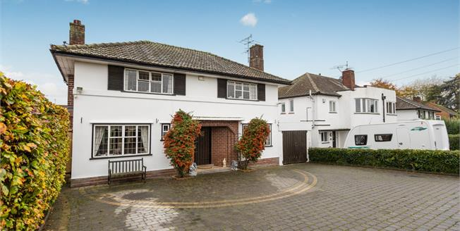 Offers Over £350,000, 3 Bedroom Detached House For Sale in Worcester, WR3