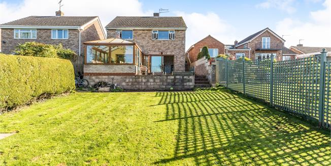 Offers Over £325,000, 3 Bedroom Detached House For Sale in Worcester, WR3