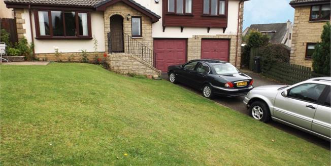 Fixed Price £220,000, 4 Bedroom Detached Bungalow For Sale in Cumnock, KA18