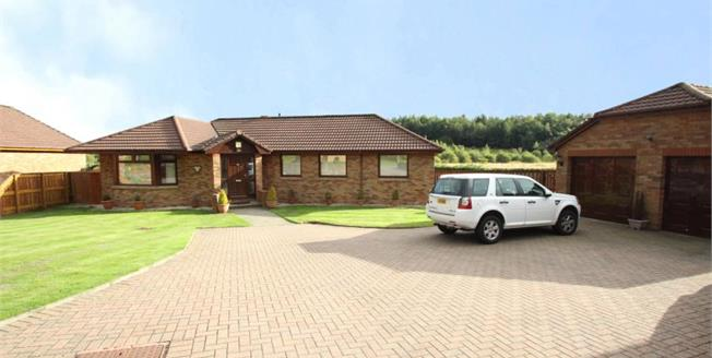 Offers Over £285,000, 4 Bedroom Detached Bungalow For Sale in Kilsyth, G65