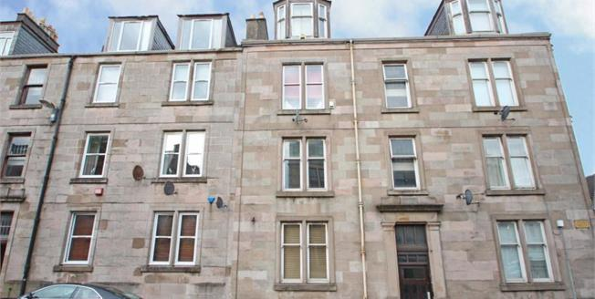 Fixed Price £42,000, 2 Bedroom Upper Floor Flat For Sale in Greenock, PA16