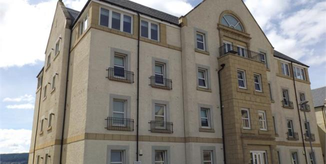 Offers Over £155,000, 2 Bedroom Upper Floor Flat For Sale in Inverkip, PA16