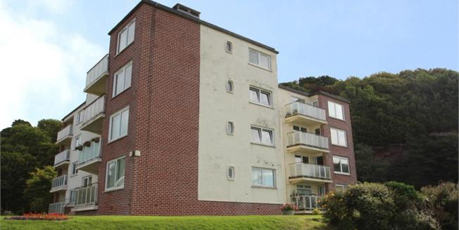 Offers Over £134,000, 3 Bedroom Upper Floor Flat For Sale in Wemyss Bay, PA18