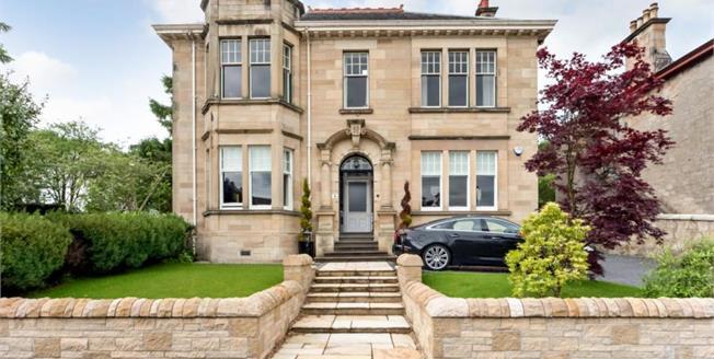 Offers Over £175,000, 3 Bedroom Upper Floor Flat For Sale in Lesmahagow, ML11