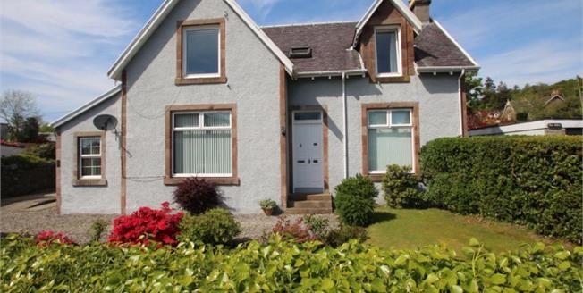 Offers Over £175,000, 3 Bedroom Upper Floor Flat For Sale in Rhu, G84