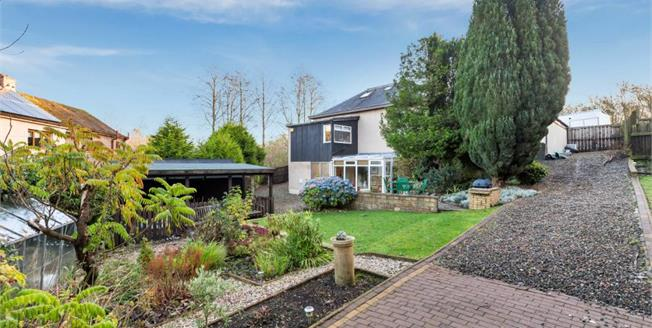 Offers Over £229,000, 4 Bedroom Detached House For Sale in Lumphinnans, KY4