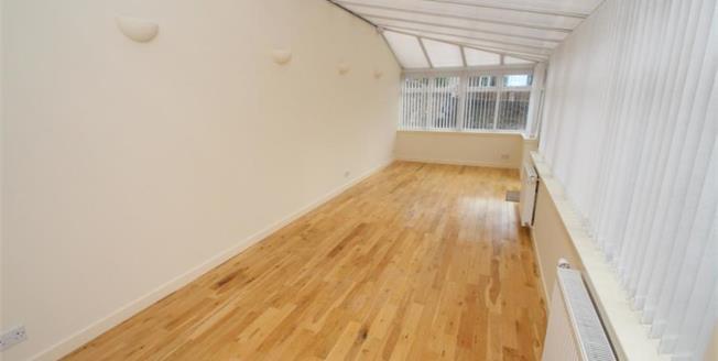 Offers Over £90,000, 2 Bedroom Ground Floor Flat For Sale in Kilmarnock, KA3