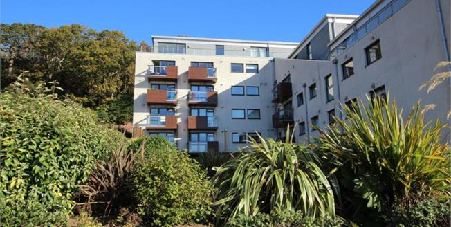 Offers Over £129,995, 2 Bedroom Upper Floor Flat For Sale in Skelmorlie, PA17