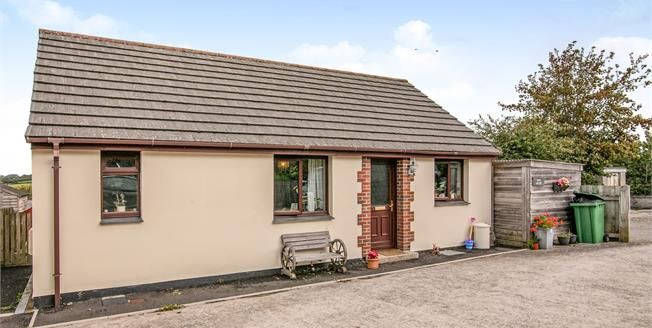 Asking Price £175,000, 3 Bedroom Detached Bungalow For Sale in Cornwall, PL31