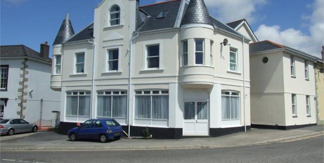 Asking Price £100,000, 2 Bedroom Upper Floor Flat For Sale in Camborne, TR14