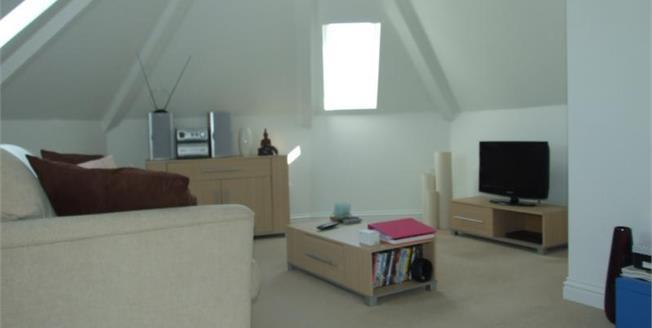Guide Price £95,000, 1 Bedroom Upper Floor Flat For Sale in Camborne, TR14