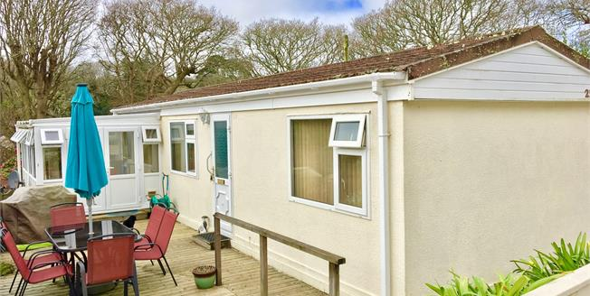 Guide Price £90,000, 2 Bedroom For Sale in Goldenbank, TR11