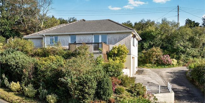 £285,000, 3 Bedroom Detached Bungalow For Sale in Budock Water, TR11