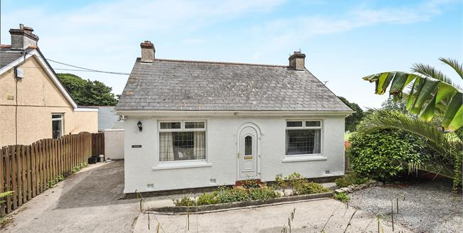 £270,000, 2 Bedroom Detached Bungalow For Sale in Falmouth, TR11