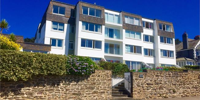 Asking Price £335,000, 2 Bedroom Flat For Sale in Falmouth, TR11