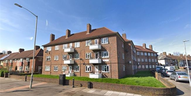 Offers in the region of £160,000, Flat For Sale in Dagenham, RM8