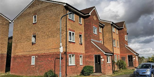 Offers Over £200,000, 1 Bedroom Flat For Sale in Ilford, IG3