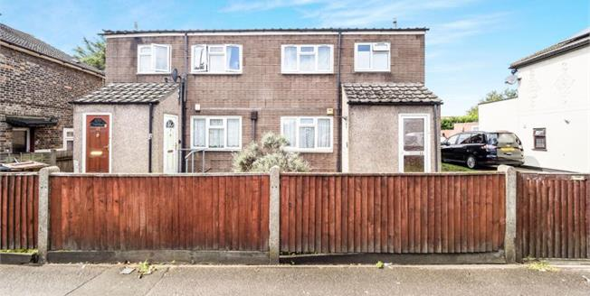 £250,000, 1 Bedroom Ground Floor Maisonette For Sale in Dagenham, RM8