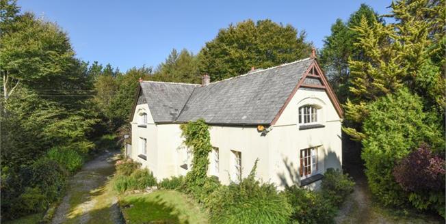Guide Price £450,000, 3 Bedroom Detached House For Sale in Liskeard, PL14