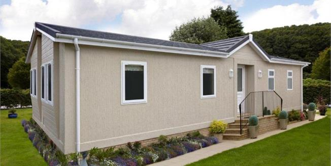 £90,000, 2 Bedroom Detached Mobile Home For Sale in Newquay, TR8