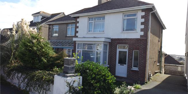 £225,000, 3 Bedroom Semi Detached House For Sale in Newquay, TR7