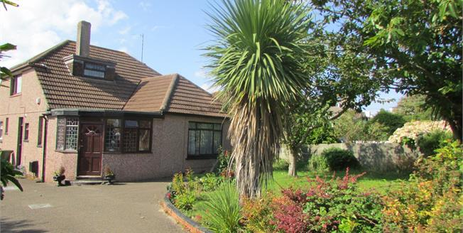 £385,000, 5 Bedroom Detached Bungalow For Sale in Newquay, TR7