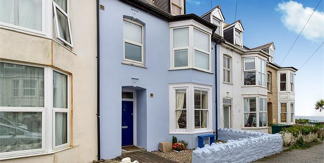 £110,000, 1 Bedroom Ground Floor Flat For Sale in Newquay, TR7