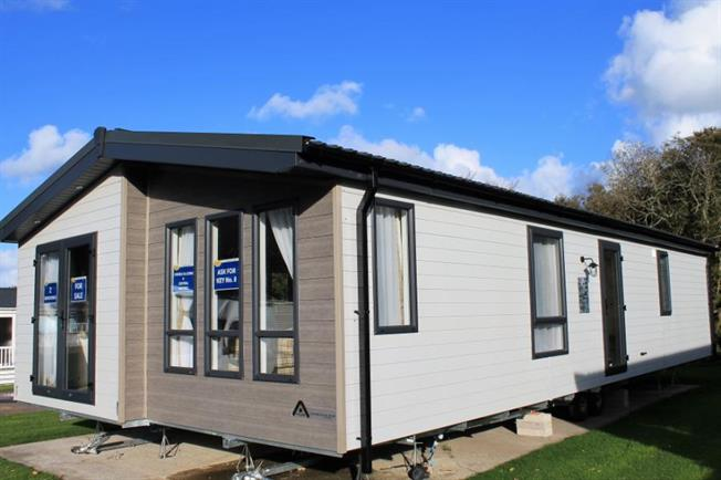 2 Bedroom Detached Mobile Home For Sale in Newquay for £139,995