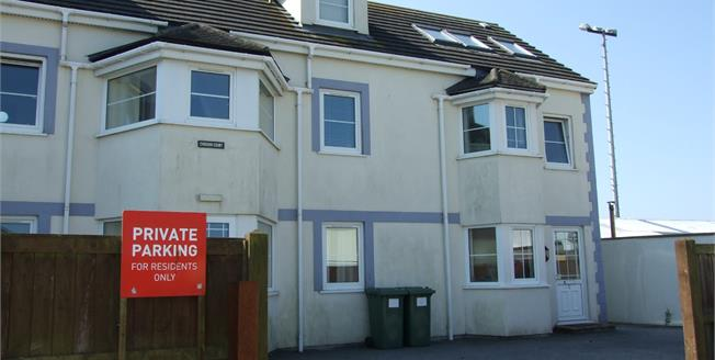 Asking Price £137,000, 2 Bedroom Upper Floor Flat For Sale in Newquay, TR7
