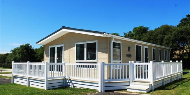 £129,950, 2 Bedroom Detached Mobile Home For Sale in Newquay, TR8