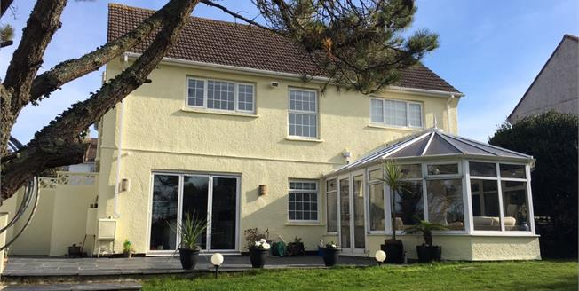 £440,000, 4 Bedroom For Sale in Padstow, PL28