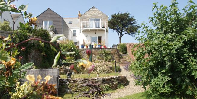 Guide Price £310,000, 3 Bedroom Flat For Sale in Padstow, PL28